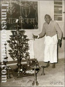 Maharshi Dhondo Keshav Karve lighting up a 105 lamps at the annual function of Hingne Mahilashram in Pune, 1962.